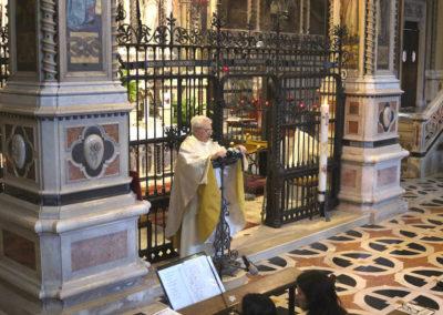Mons. Mario Piccinelli, Rettore del Santuario, presiede e tiene l'omelia