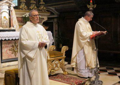 Don Giovanni Mondini concelebra con don Roberto Sottini, che presiede