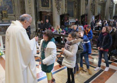 Bacio della reliquia del B. Paolo VI