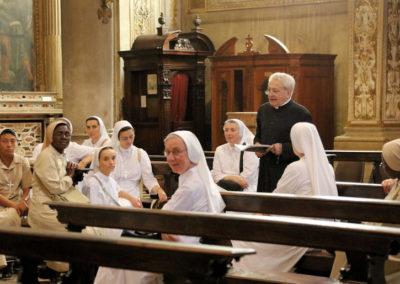 Le suore accolte dal Rettore Mons. Mario Piccinelli