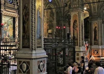 Fedeli in preghiera nel Santuario