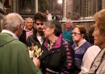 Bacio della reliquia del Beato Papa Paolo VI